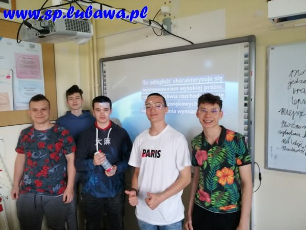 Lekcja fizyki w klasie 8s-Dzien Kosmosu